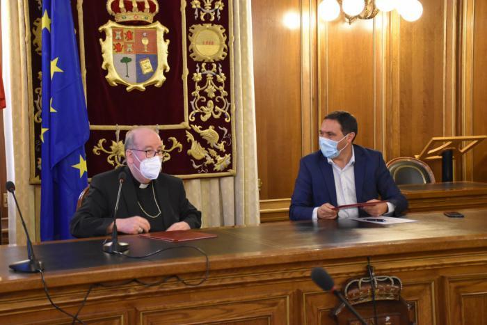 La Diputación y el Obispado renuevan el convenio dotado con 700.000 euros que llegará a 18 municipios