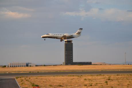 Tras cinco años de inactividad, un avión sobrevoló el Aeropuerto de Ciudad Real para calibrar sistemas de ayuda