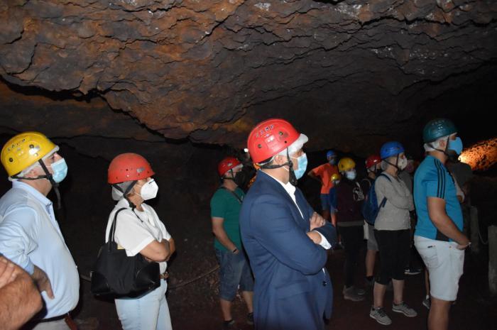 La Diputación colaborará con el Ayuntamiento de Cueva del Hierro para adecuar el entorno de esta mina romana