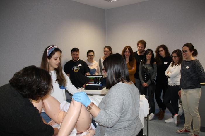 Los residentes y los profesionales de Atención Primaria de Cuenca se forman en la atención al parto extrahospitalario