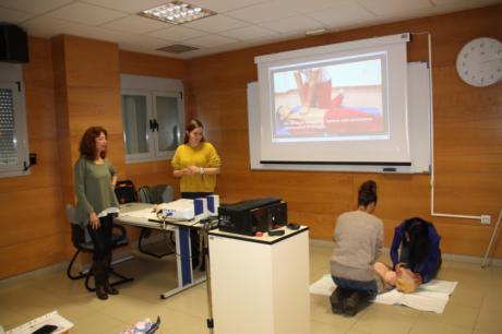 Los alumnos del módulo de prácticas de Técnicos de Cuidados de Enfermería participan en un curso de reanimación cardiopulmonar