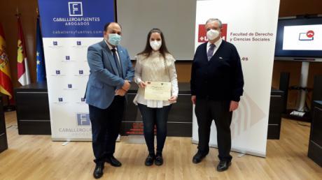 La egresada de la Facultad de Derecho y Ciencias Sociales de la UCLM Ana García del Moral gana el II Certamen 'Caballero & Fuentes'