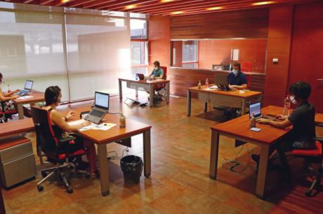 El Centro de llamadas para seguimiento de pacientes crónicos y dependientes de Castilla-La Mancha contacta con 500 personas diariamente