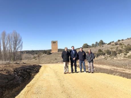 Diputación acondiciona el camino de acceso a la Torre Barrachina de Villar del Humo