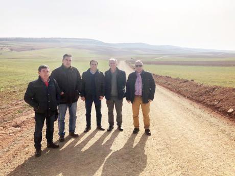 Diputación y Junta de Comunidades acometen la mejora de dos caminos en Puebla de Almenara y Almonacid del Marquesado