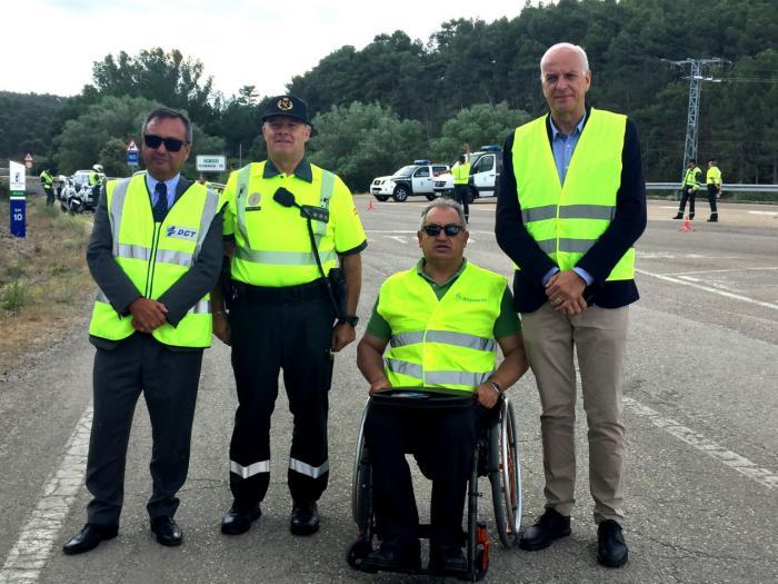 El subdelegado del Gobierno en Cuenca visita un control preventivo de tráfico con motivo de la campaña de la DGT sobre alcohol y drogas