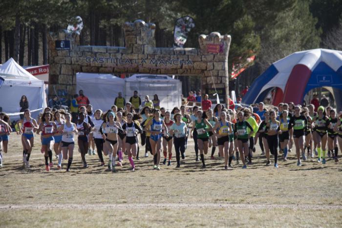 Más de 670 escolares participaron en el campeonato de campo a través en edad escolar celebrado en Cuenca