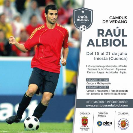 Iniesta acogerá en julio el primer Campus de Verano del futbolista Raúl Albiol