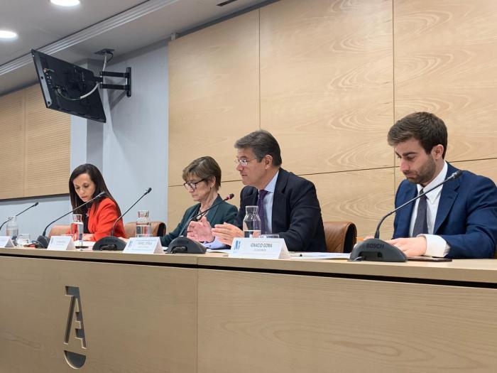 Catalá muestra el apoyo del PP a los profesionales en el debate organizado por la Unión Profesional