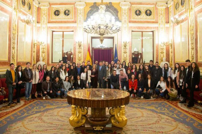 Catalá y Bonilla acompañan a alumnos de la Facultad de Ciencias Sociales de Cuenca en su visita al Congreso de los Diputados