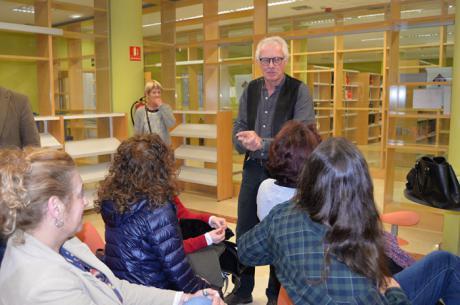 El escritor Chris Stewar mantiene un encuentro con el club de lectura de la Biblioteca Universitaria del Campus de Ciudad Real