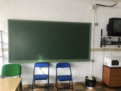 El PP afea a la Junta que mienta en sus comunicados de prensa afirmando que el colegio de Casas de los Pinos lo cerró Cospedal