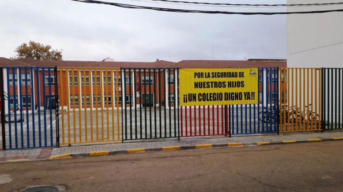 Martínez denuncia que el colegio de Mota del Cuervo lleva meses esperando a que la Junta arregle de sus baños