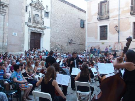 """""""Veranos en Cuenca"""" comienza con una Plaza de La Merced llena de público para ver a la Joven Orquesta de Cuenca"""