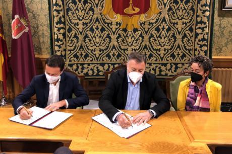 Ayuntamiento y Consejería de Desarrollo Sostenible firman un convenio para impulsar el Sistema Arbitral de Consumo