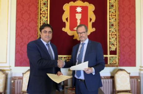 Ayuntamiento y Agrupación Provincial de Hostelería firman un convenio de 17.000 euros para promocionar la ciudad
