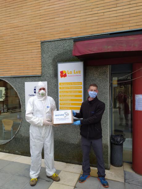 MASFARNÉ reparte entre todas sus delegaciones 1000 máscaras de protección contra el coronavirus.