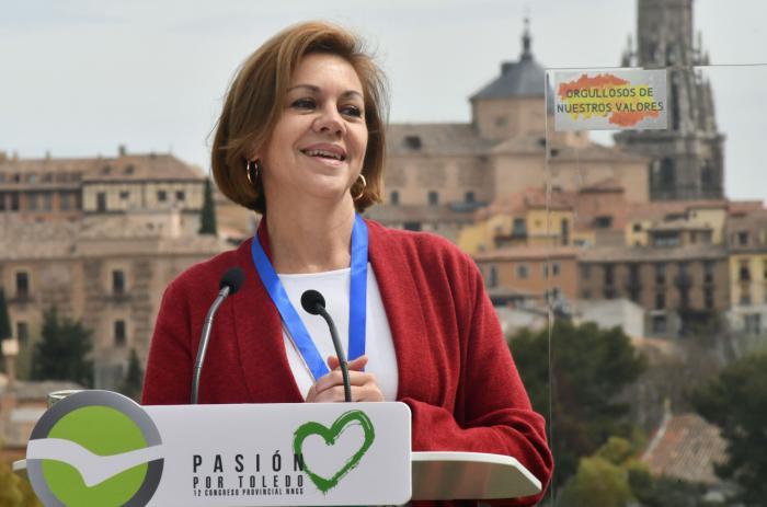 Cospedal pide a los jóvenes que defiendan España y Castilla-La Mancha porque representan el futuro de nuestra tierra