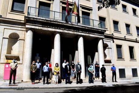 Con motivo del final del luto por los fallecidos por el covid-19, se ha guardado un minuto de silencio en la Subdelegación del Gobierno de España en Cuenca
