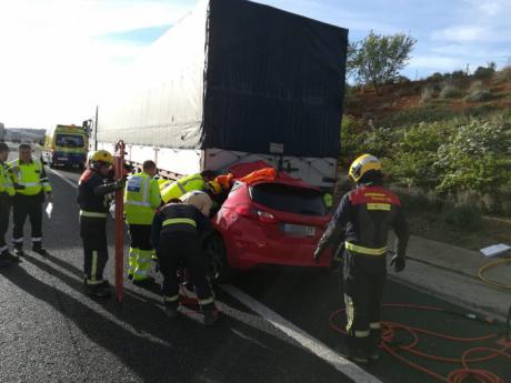 Rescatados una embarazada y un camionero en dos accidentes en la A-3