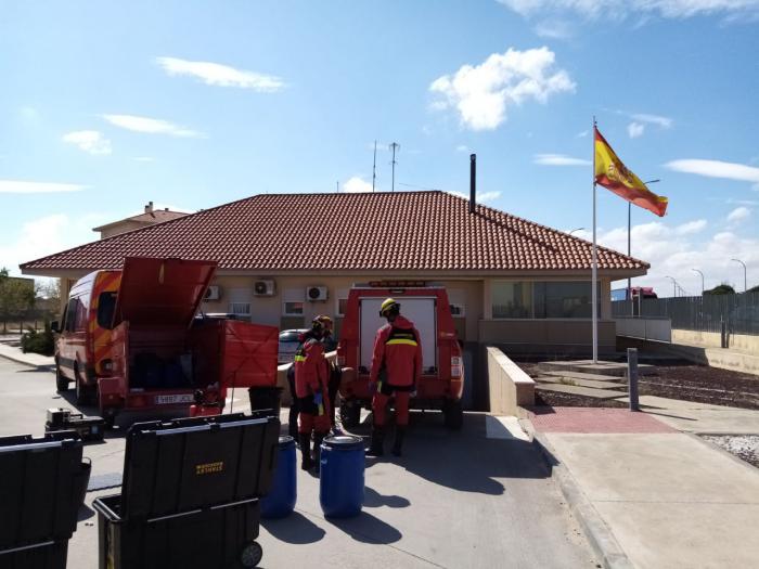 Los bomberos de la Diputación desinfectan cuarteles de la Guardia Civil de la provincia