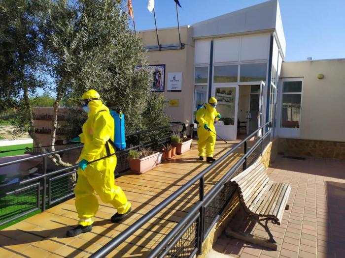Los bomberos de la Diputación han desinfectado hasta el momento quince residencias de mayores