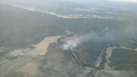 Casi 50 personas trabajan en extinguir el incendio en Paracuellos
