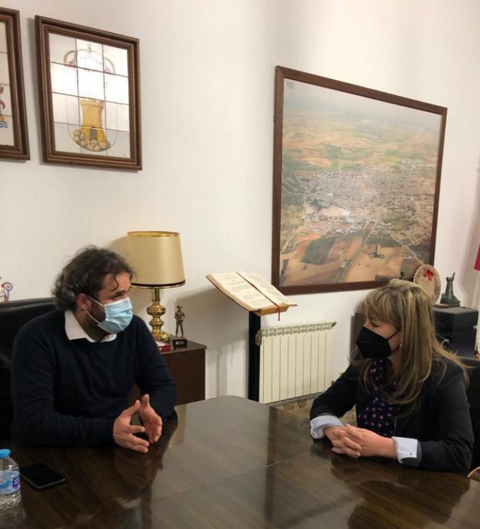 El Alcalde de Mota y la delegada provincial de Bienestar Social visitan las nuevas viviendas tuteladas