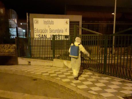 El Ayuntamiento retoma labores de desinfección en los entornos de centros sanitarios y educativos