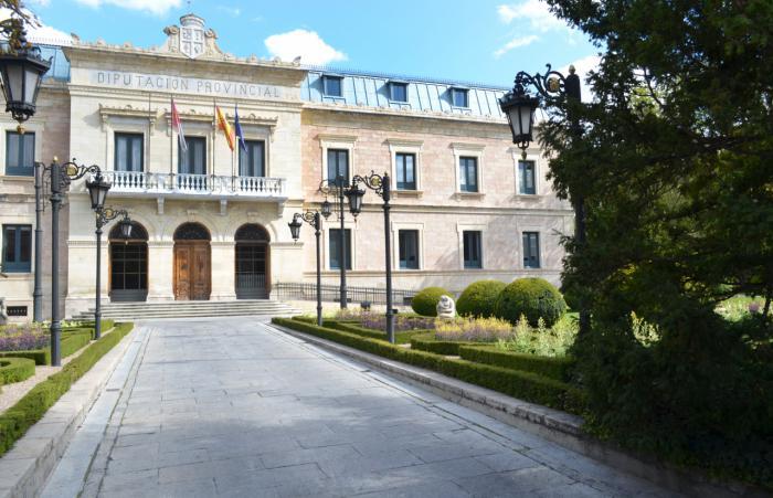 Los jardines de la Diputación serán este sábado escenario de una exposición de coches clásicos