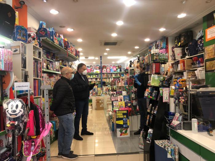El alcalde anima a los conquenses a comprar en el comercio local, tomando las medidas de seguridad oportunas
