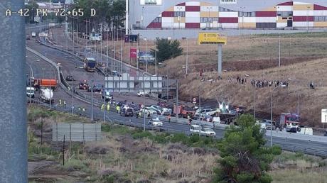 Decenas de coches quedan embalsados en la N-400 en Toledo por la lluvia