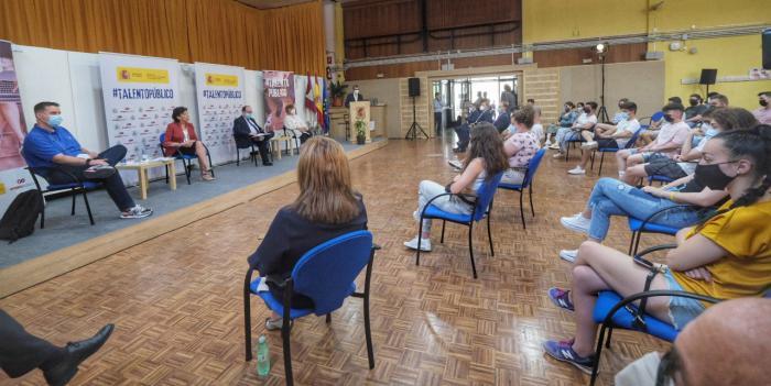 El Gobierno central anima a los jóvenes conquenses a ver la Función Pública como una carrera 'interesante'