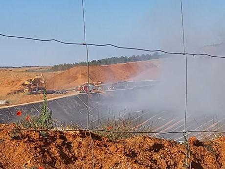 Extinguido el incendio de la planta de residuos de Almonacid del Marquesado