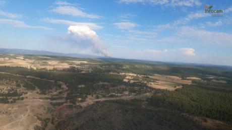 Más de 150 personas trabajan en la extinción del incendio de Víllora