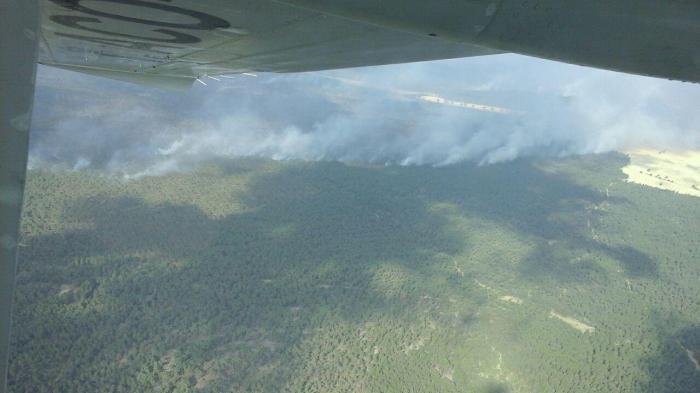 Se unen medios aéreos de Valencia a la extinción del incendio de Barchín del Hoyo