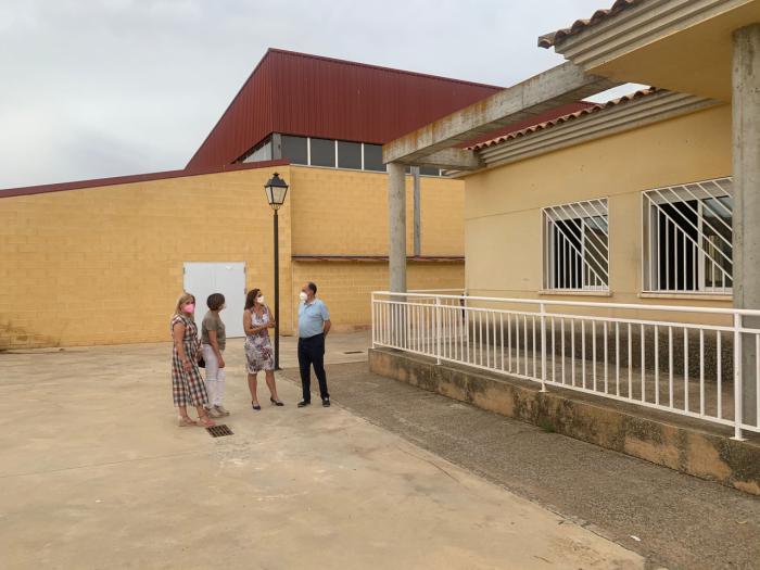 Se acometerán arreglos en el patio del colegio de Casas de Haro
