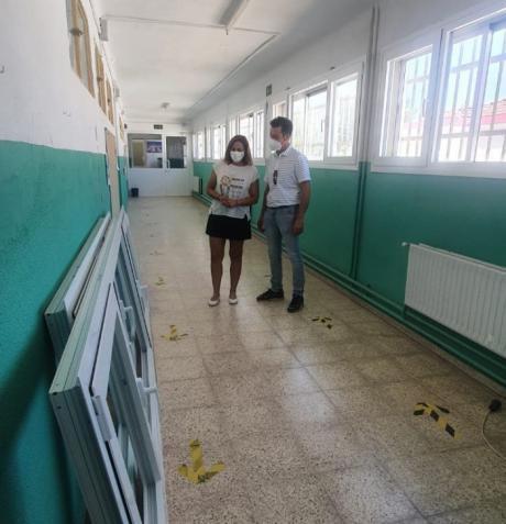 Se invierten cerca de 60.000 euros para la mejora de las carpinterías y la cubierta del colegio Carrascosa del Campo