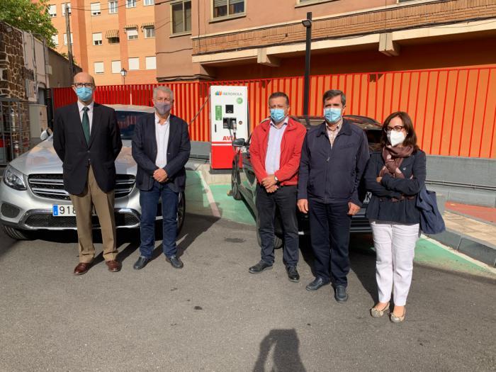 La Junta propicia la movilidad sostenible y apoya la puesta en servicio de la primera electrolinera 'rápida' en la ciudad de Cuenca