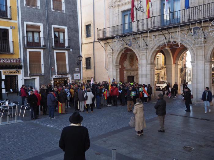 Cerca de 50 personas reivindican la unidad de España en la Plaza Mayor