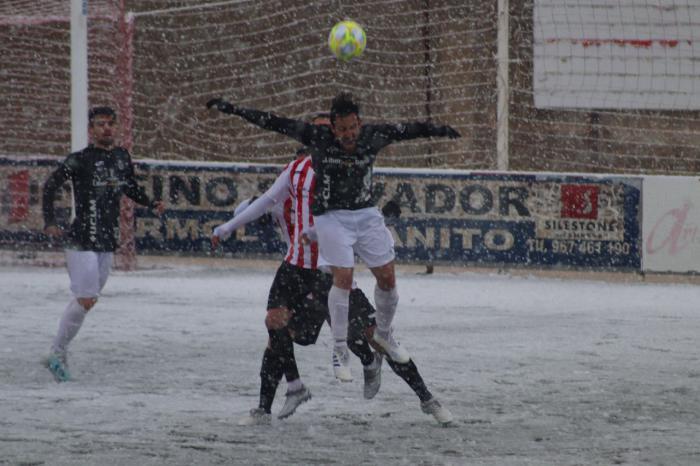 El Atlético Ibañés-Conquense aplazados por la nevada