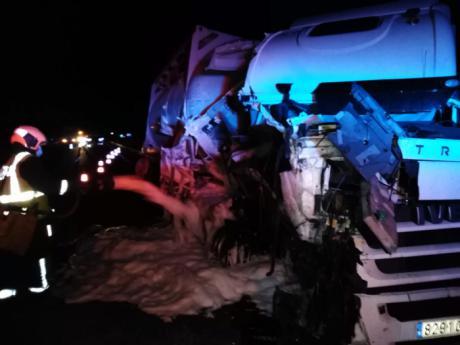 Tres camiones implicados en un accidente en la A-3 a la altura de Villares del Saz
