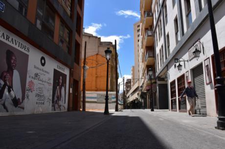 Los peatones toman la calle de Albacete