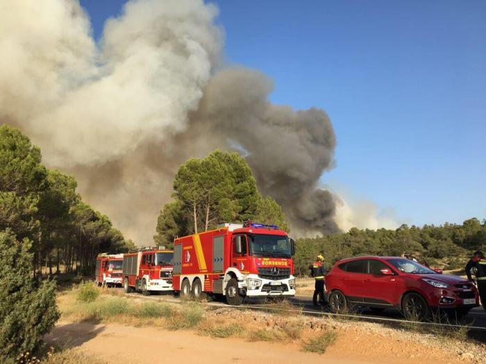 """Cuesta felicita a los bomberos de la Diputación por su """"buen hacer y profesionalidad"""" en la extinción del incendio de Campillo"""