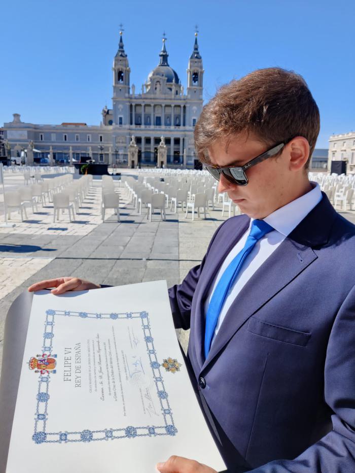 El médico conquense José Ramón Izquierdo, víctima de la Covid, recibe a título póstumo, la Gran Cruz de la Orden del Mérito Civil