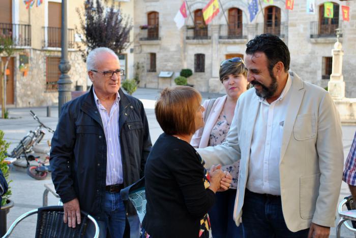José Luis Blanco, precandidato a la Secretaría General del PSOE, visita el centro histórico y se encuentra con militantes en Priego
