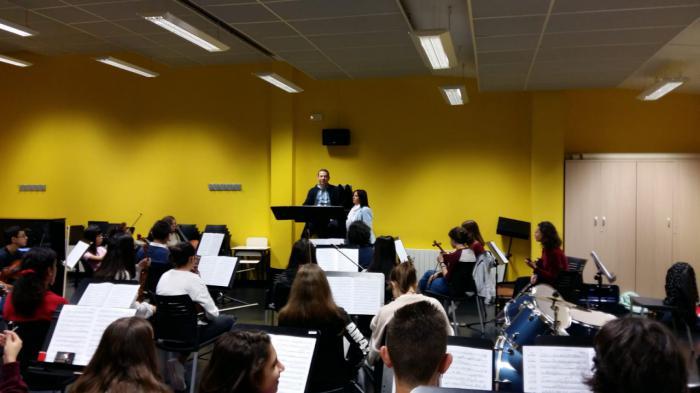 Martínez visita a la Joven Orquesta de Cuenca en sus ensayos y felicita a sus integrantes por sus éxitos