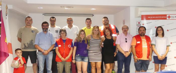 Cruz Roja recibe 900 euros con motivo del V Torneo Nazareno Solidario