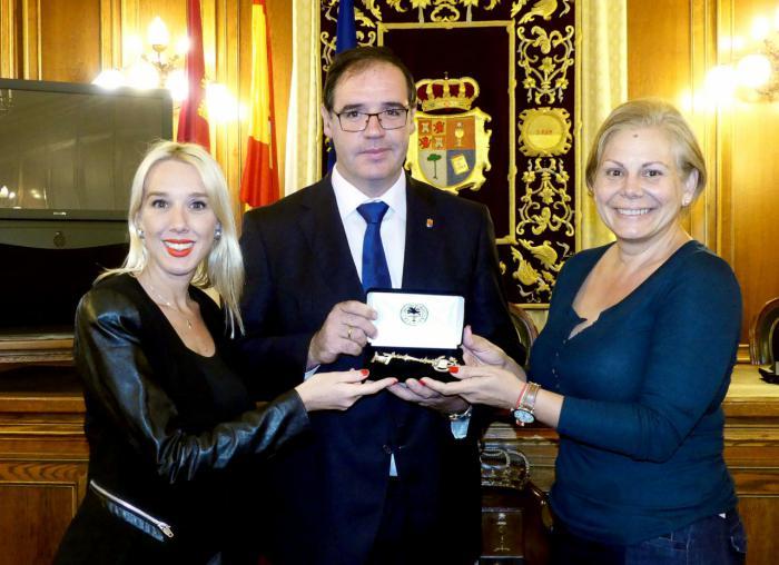 El Ayuntamiento de Miami entrega la Llave de la Ciudad al presidente de la Diputación de Cuenca