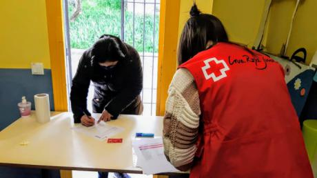Cruz Roja conecta al Éxito Escolar a medio centenar de familias